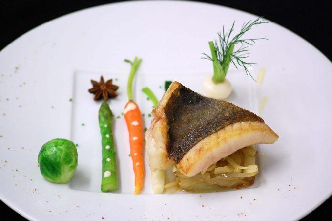 13778-restaurant-saint-pierre-sur-une-effilochee-de-fenouil-sauce-anisee