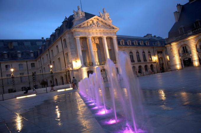Dijon-by-night-2