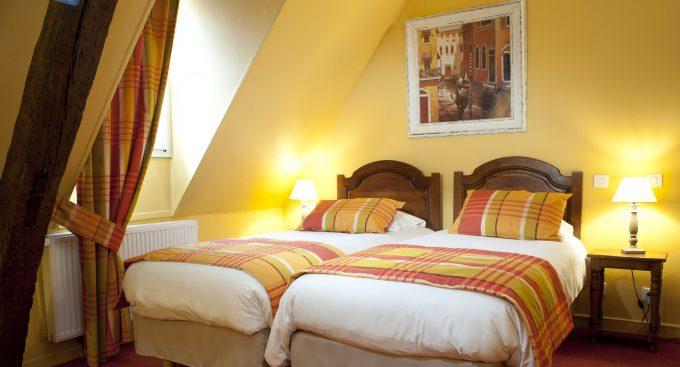 chambre-familiale-2-lits-hotel-wilson-dijon