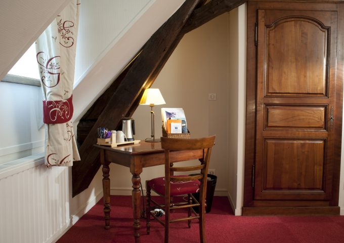 chambre-superieure-hotel-wilson-dijon-bureau
